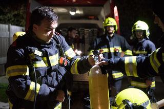 Heizungsbrand in PiberbachVeröffentlicht am: 20. Sep 2017 22:19PIBERBACH. Mittwoch Abend gegen 22 Uhr wurden die Feuerwehren Piberbach und Neukematen zu einem Heizungsbrand gerufen. Gegen 22.15 wurde Alarmstufe II alarmiert und auch die Feuerwehr Kematen an der Krems rückte zum Brandeinsatz aus.Auf einem Vierkanthof war im Bereich der Heizung ein Brand ausgebrochen, der zu einer starken Rauchentwicklung bis ins Obergeschoß führte. Der Brand konnte von der Feuerwehr rasch lokalisiert und unter Kontrolle