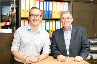 Bürgermeister Peter Schröder (rechts) mit seinem neuen zweiten Vize, Georg Djundja.