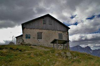 Das alte Helmhaus soll touristisch genutzt werden. Dagegen wehren sich der Österreichische und der Südtiroler Alpenverein.