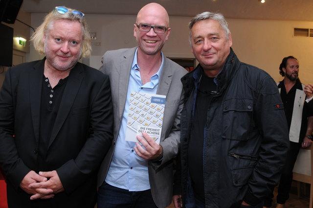 Comedy-Spezialist Thorsten Sievert hatte die Idee für den Komödienwettbewerb – die beiden Schauspieler und Kabarettisten Gregor Seberg und Andreas Vitasek fungierten am ersten Abend als Kommentatoren zu den Texten.
