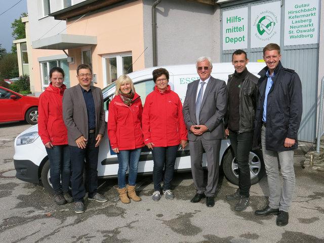 Von links: Veronika Wabro (EAR-Zustellerin), Gerhard Tröbinger (SMB-Obmann), Elisabeth Brezina und Monika Stütz (EAR-Zustellerinnen), Walter Mayr (Raiffeisenbanken Region Freistadt), Harald Penz (Fa. Hammerschmid), Thomas Stütz (OÖ Versicherung).