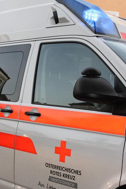 Der Alkolenker wurde verletzt ins Rieder Spital gebracht.