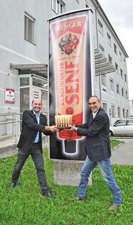 Wenger Senf unter neuer Führung: Benjamin Sintschnig (li.) von Ford Sintschnig mit Wenger-Senf-Betriebsleiter Wolfgang Kulmitzer