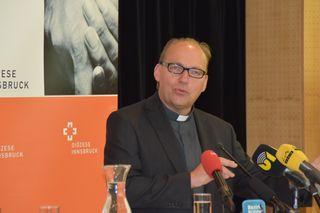 Hermann Glettler stellte sich den Gläubigen nach der offiziellen Ernennung vor.