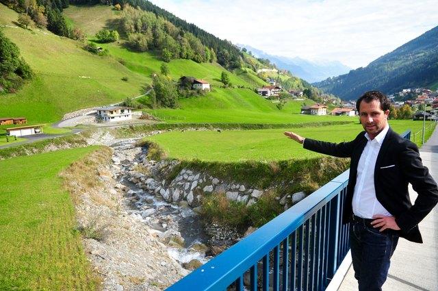 Bgm. Dr. Georg Dornauer freut sich: Der Saigesbach wird im Unterlauf früher als geplant verbaut!