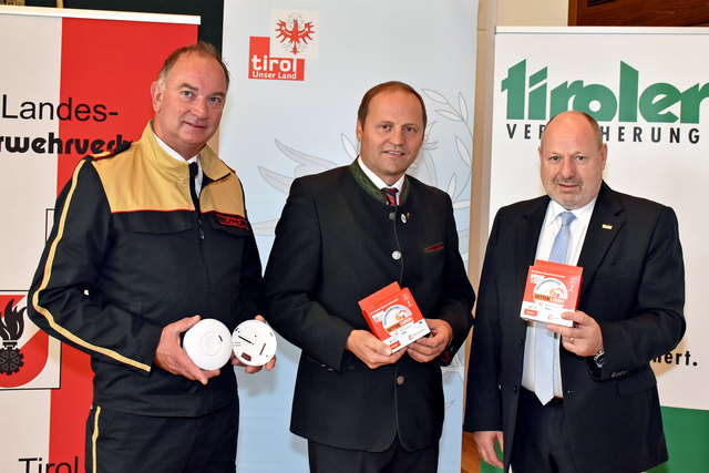 Appell zur Nachrüstung: LFK Peter Hölzl, LHStv. Josef Geisler und Walter Schieferer (TIROLER VERSICHERUNG)