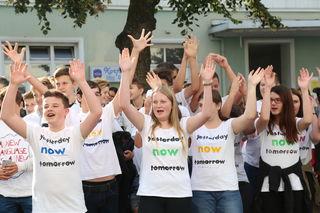 Die Schulen ließen T-Shirts bedrucken und präsentierten sie eindrucksvoll am Europäischen Tag der Sprachen in der Weizer Europa-Allee.