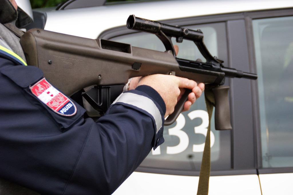 Großeinsatz Der Polizei In Linz Mann Wollte Geld Mit Waffe