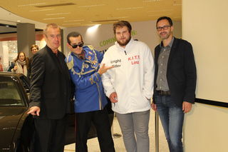 "Im Sillpark stand der KITT aus Knight Rider, Udo Huber (Mr. Hitparade), ""Falco"" M. P. Simoner, Kitt-Bauer Daniel Hirngruber und CM Markus Siedl"