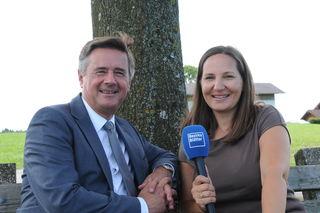 Raiffeisen-Generaldirektor Günther Reibersdorfer mit Stefanie Schenker