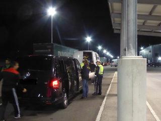 Fahrzeuge und Insassen wurden genau überprüft.