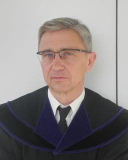 Richter Manfred Hohenecker ging mit dem Angeklagten gnädig um.