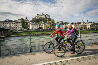 """Eine eigene """"Slow Bike""""-Tour führt – ausgehend von der Stadt Salzburg – in vier Etappen durch den Flachgau, das angrenzende Bayern und durch das """"Salzburger Becken"""" und verbindet Gaisberg, Högl und Buchberg."""