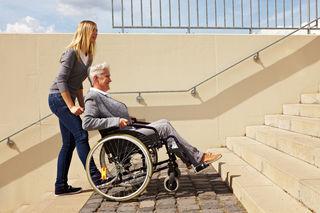 Auf Rollstuhlfahrer warten ständig Hürden.