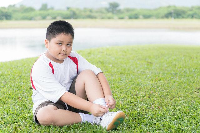 Für übergewichtige Kinder ist Bewegung besonders wichtig.