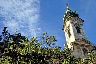 Bei der Kirche St. Elisabeth geht's los..