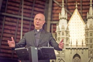 Dompfarrer Toni Faber lud zur Buchpräsentation auf den Dachboden des Stephansdoms ein.