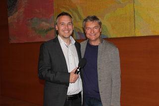 Moderator Dieter Monz mit Kabarettist Alfred Dorfer