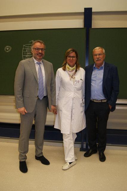 Univ.-Prof. Dr. Christian Marth und Univ.-Prof.in Dr.in med. Bettina Toth mit Moderator Univ.-Prof. Dr. Dieter zur Nedden.