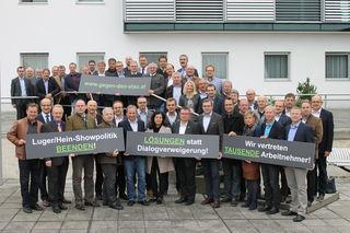 Aus allen vier Mühlviertler Bezirken versammelten sich die Bürgermeister vor dem Gemeindeamt in Engerwitzdorf.