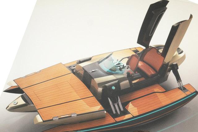 In ihrem hypermodernen Boot – die Entwicklung des Bootstyps war bereits abegschlossen – vereinen geschäftsführender Gesellschafter Oliver Kormann und Mit-Geschäftsführerin Jutta Kormann-Götz eine Weltneuheit