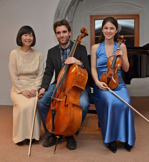 Naoko Knopp, Leonhard Roczek und Anna Knopp (v. l. n. r.).