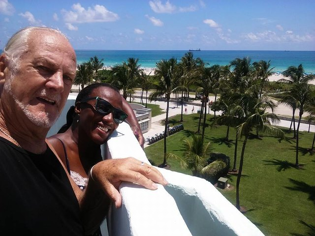 """Diesen Ausblick kann man nicht beschreiben. Herbert und seine Frau Ruth wohnen direkt am Ocean-Drive. Sie sind stolz auf ihr """"Million-Dollar-Window""""."""