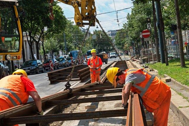 Gleisbauarbeiten am Schottenring: Die größten Beeinträchtigungen für Öffi-Fahrer gibt es vom 26. Oktober bis 1. November.