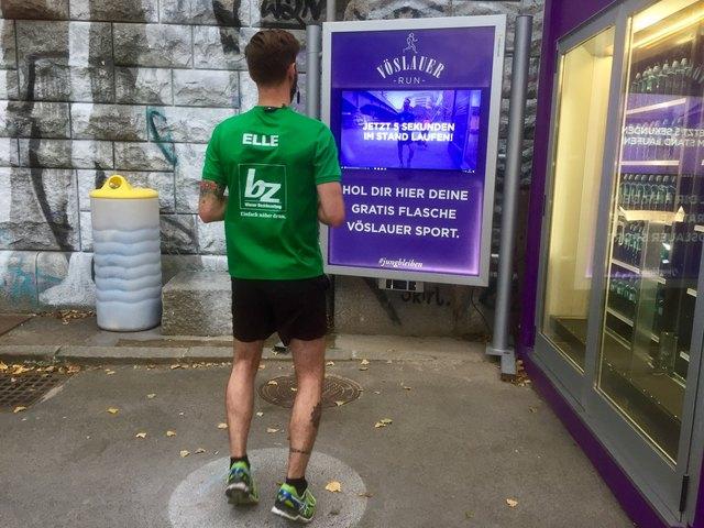bz vor Ort: Während einer kurzen Pause fünf Sekunden am Stand laufen und die Wasserflasche kommt sogleich.
