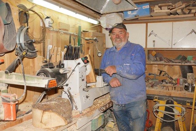 Norbert Feiersinger in seiner Werkstatt