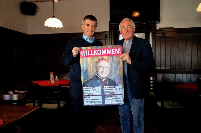 Stadtpfarrer Alois Schlemmer (l.) und Dechant Peter Rosenberger sind auf den Bischofsbesuch gut vorbereitet.