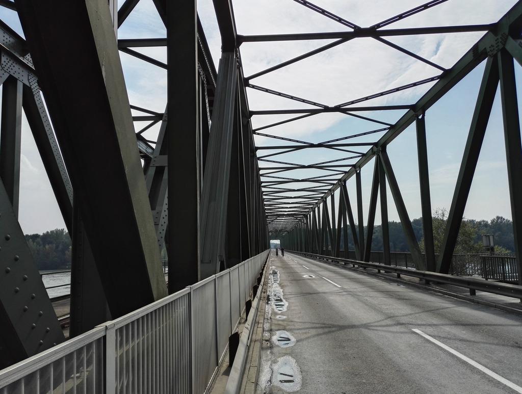 Die sanierungsbedürftige Donaubrücke Mauthausen.