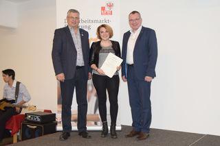 LR Johannes Tratter (re.) und Toni Prantauer (WK Landeck) mit Johanna Ladner aus Tobadill (Hotel Trofana Royal, Ischgl).