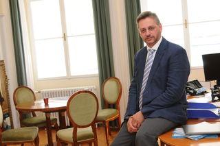 Cornelius Inama, Sektretär des Salzburger Erzbischofs Franz Lackner, wird neuer Finanzkammerdirektor der Salzburger Erzdiözese.