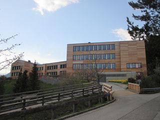 Die Bücherei ist im Bildungszentrum Rennweg