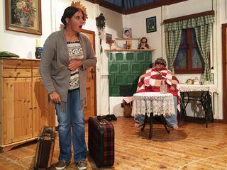 Manuela Moser und Rosemarie Ellinger bei der intensiven Probenarbeit.