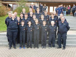 17 Burschen der Feuerwehrjugend stellten sich der Herausforderung und erwarben die Leistungsspange der bayrischen Feuerwehr.