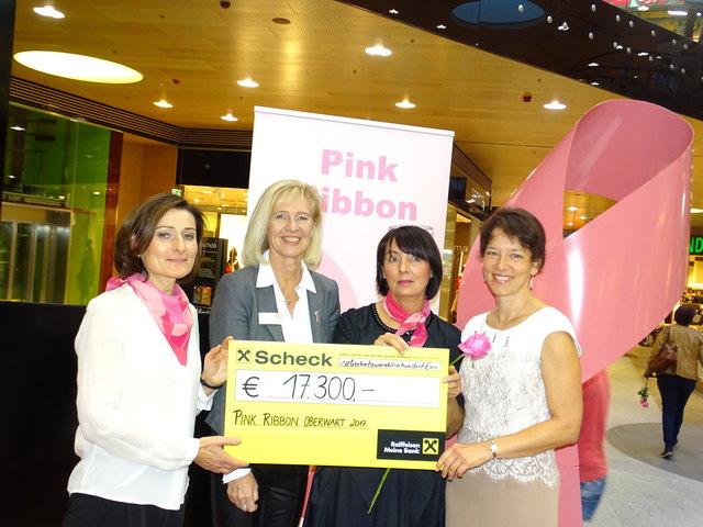 Centermanagerin Alexandra Wieseneder (2.v.li.) und Elisabeth Schranz (2.v.re.) übergaben 17.300 Euro an Bgld. Krebshilfe-GF Andrea Konrath (li.)