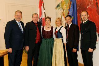 BM Andrä Rupprechter, Hermann Kuenz mit seiner Frau Martina,  Hans Gwiggner mit Lebensgefährtin Gitti Huber und LK-Präsident Josef Hechenberger.