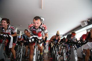 Sport, Spaß und gute Laune sind beim 12-Stunden-Spinningmarathon im Happy Fitness garantiert!
