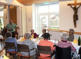Witze und Mundartgedichte gab's im Alten- und Pflegeheim.