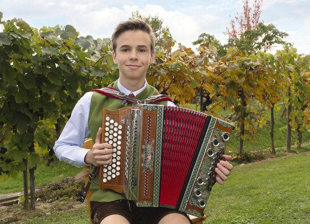Matthias Aichelsreiter-Holzmann aus Deutsch Haseldorf will sich zum besten Nachwuchs-Harmonikaspieler küren lassen.