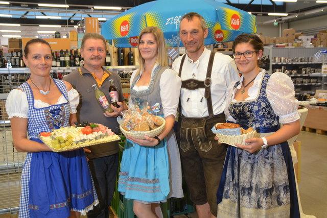 mein c+c Südburgenland-Marktleiter Benedikt Rust (2.v.re.) und sein Team luden zur Eröffnung der Erweiterung.