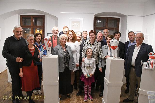 Der Gumpoldskirchner Kunstkreis stellte seine Werke im Rahmen der NÖ Tage der offenen Ateliers aus. Neben den Mitgliedern mit am Bild: GR Dr Klaus Tremmel (rechts), GR Hubert Reiner (2. vr), GR Johanna Hofer und GGR Ernst Spitzbart.