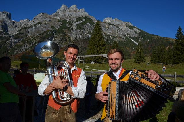 Nimm 2 - Hannes Holzmann und Georg Rettensteiner sorgten für viel Schwung und gute Laune beim 2. Almkirchtag in Werfenweng.