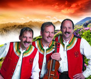 """Die """"Zellberg Buam"""" spielen auf – einer von vielen Gründen, den Schafball in Völs zu besuchen."""