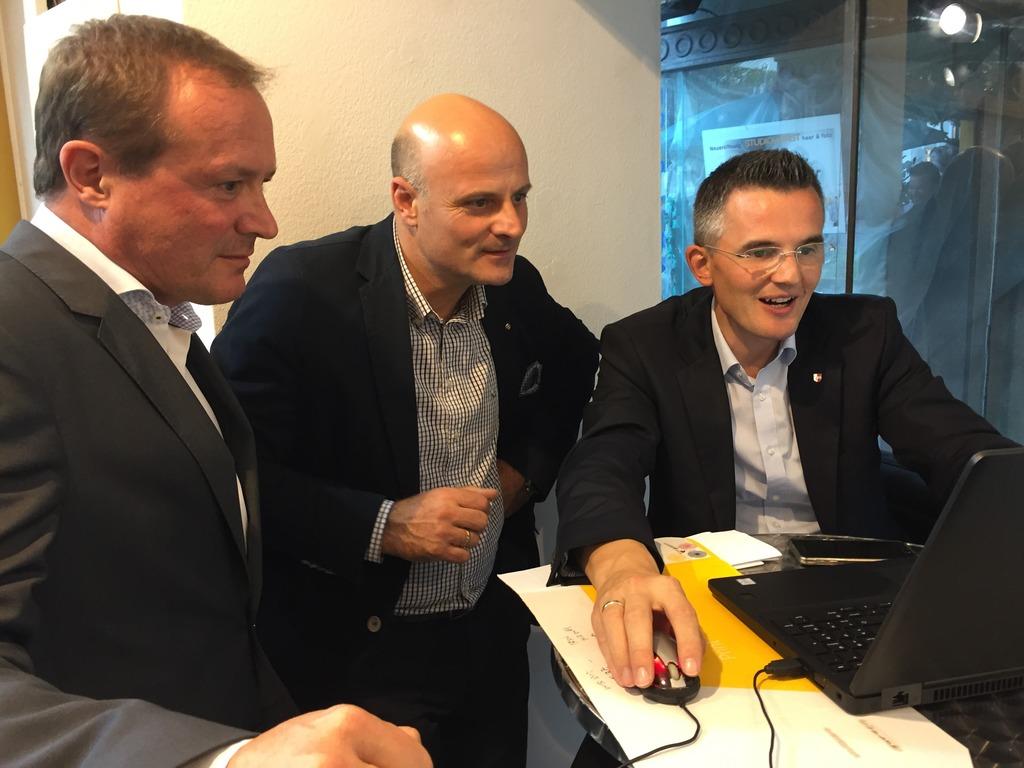 Freude bei ÖVP-Landesgeschäftsführer Sepp Anichhofer (rechts)