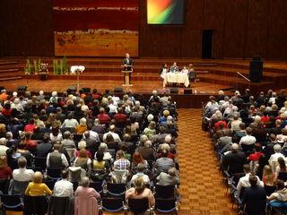 """Kongressmotto: """"Gib nicht auf, das Gesetz des Christus zu erfüllen!"""" (Foto: JZ)"""
