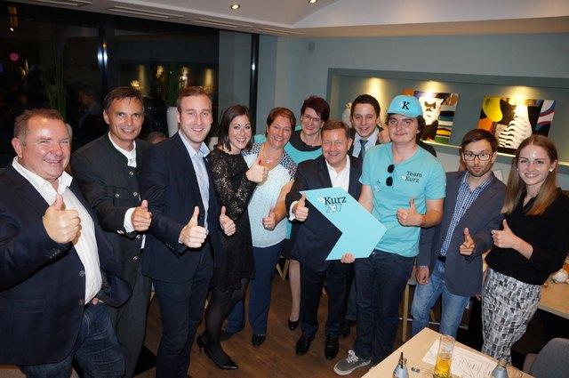 """Beste Stimmung herrscht im Deutschlandsberger Lokal """"Atrium"""" rund um Wahlkreis-Spitzenkandidat NAbg. Werner Amon."""