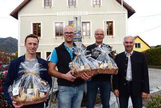 Andreas Merkinger, Christian Garstenauer und Karl Rosenauer gemeinsam mit Bürgermeister Leopold Bürscher (v. l.).